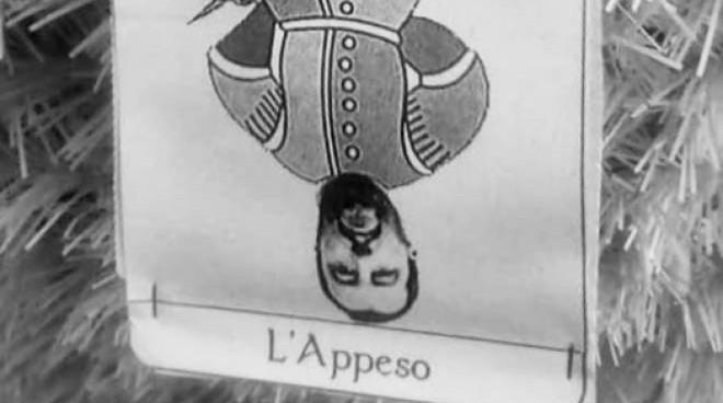 Imola, Salvini appeso a testa in giù sull'albero di Natale