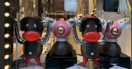 Prada ritira le scimmiette: troppo realistiche