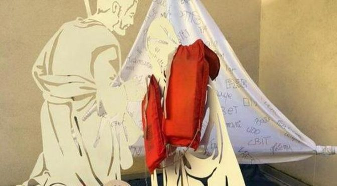 Padova: Gesù è un clandestino col salvagente nel Presepe