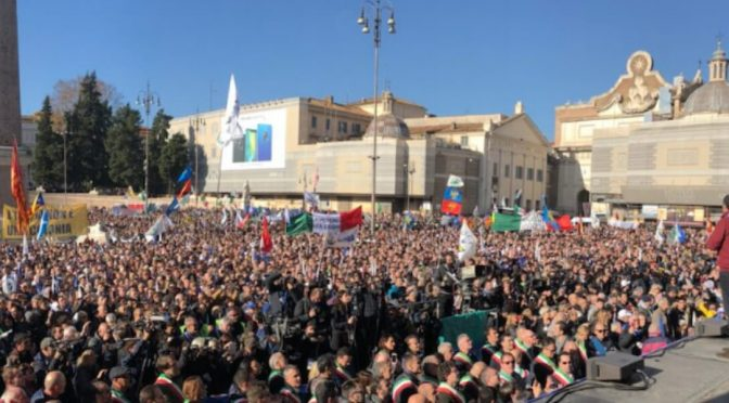 """Salvini: """"Non svuoteranno l'Africa in Italia"""""""