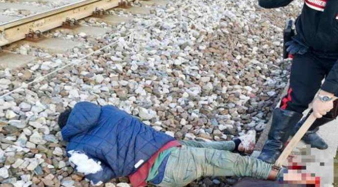 Spacciatore urta treno e perde il piede: fuggiva da CC