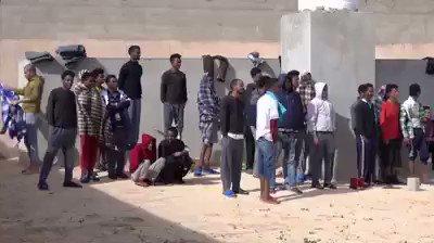 ESCLUSIVO: migranti costretti a fare sport nei centri libici – VIDEO