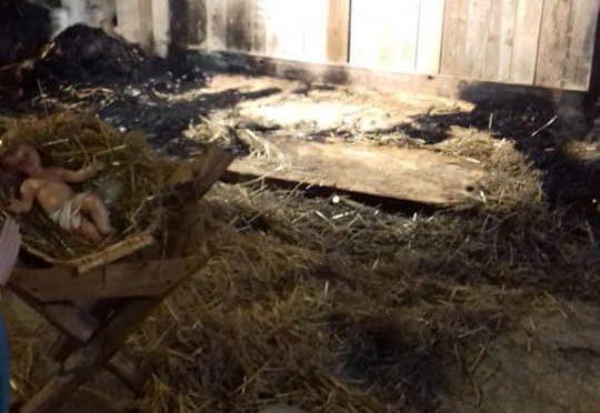 Attaco al Presepe: dato alle fiamme – FOTO – VIDEO