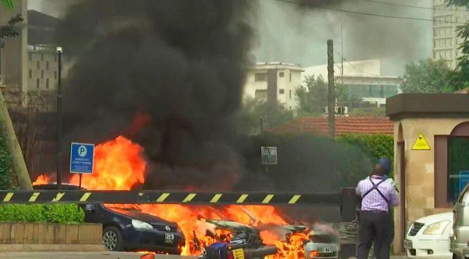 Nairobi: islamici attaccano l'hotel dei turisti, strage e ostaggi
