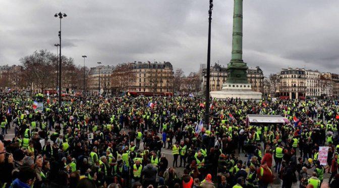 """Gilet Gialli """"Atto 9"""", invadono Parigi – VIDEO – DIRETTA"""