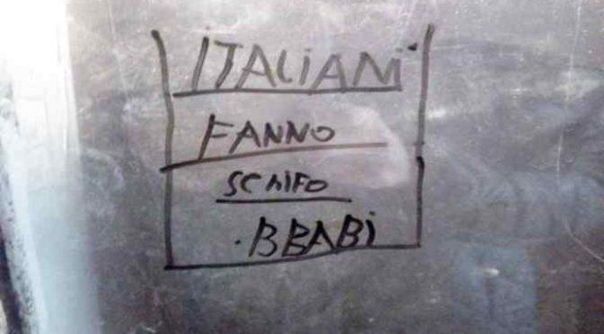 Scritte razziste contro gli italiani: Rom scatenati – FOTO