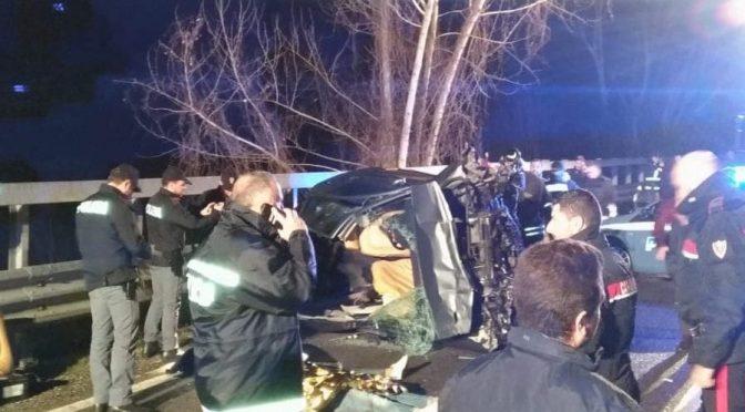 Auto di Rom in fuga dalla Polizia si schianta: 4 morti