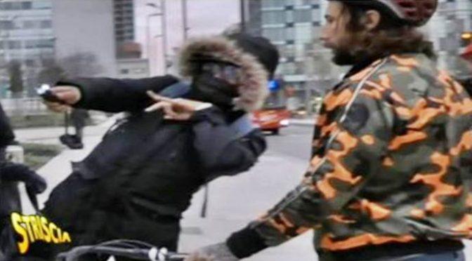 Brumotti aggredito da africani in stazione: minacciato col taser dai pusher – VIDEO