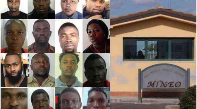 Via a chiusura Cara di Mineo, il villaggio della mafia nigeriana