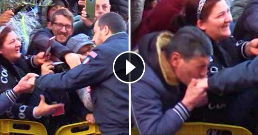 """Afragola, Salvini acclamato da folla: """"Togli la scorta a Saviano"""" – VIDEO"""