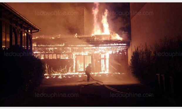 Estremisti sinistra incendiano chiesa Grenoble