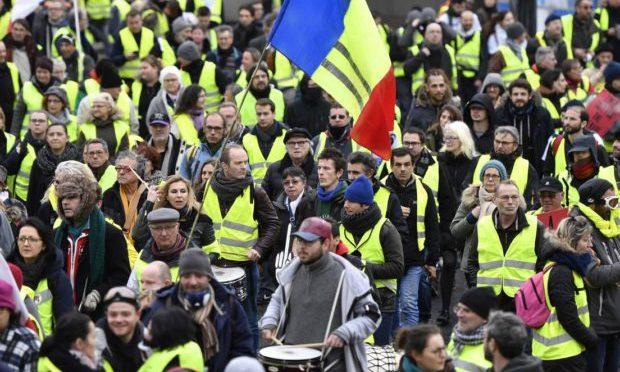 Gilet Gialli invadono le strade francesi, 15° sabato di proteste – VIDEO