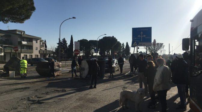 Puglia: case italiani crollano, PD regala 130 case a immigrati – PROTESTA