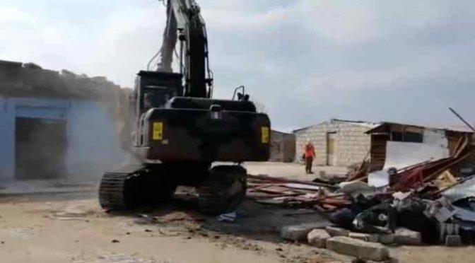 Ruspe esercito abbattono baraccopoli africani – VIDEO