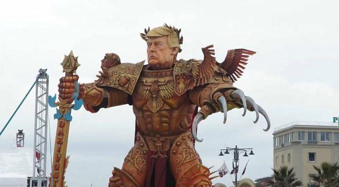 """Donald Trump """"imperatore"""" sui carri del carnevale di Viareggio"""