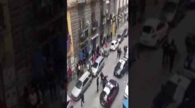 Napoli: rissa e sparatoria tra immigrati – VIDEO