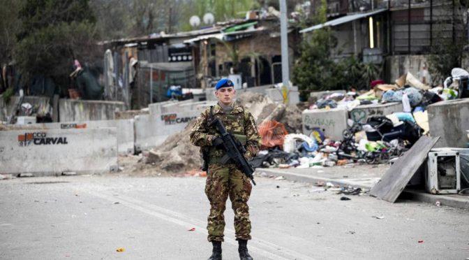 Roma, militari reduci dell'Afghanistan presidiano campo rom