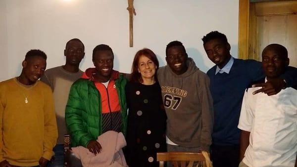 La signorà Calò racconta la sua 'esperienza' con 6 africani, travolta da insulti