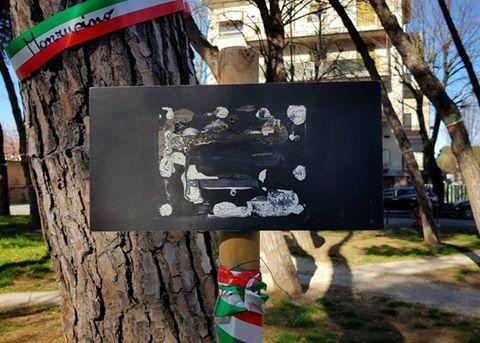 Vandali rossi distruggono monumento alle Foibe