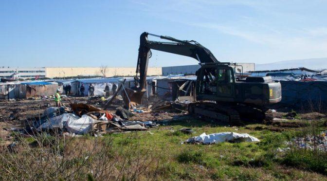 San Ferdinando, baraccopoli rasa al suolo: 932 in tendopoli a spese dei contribuenti