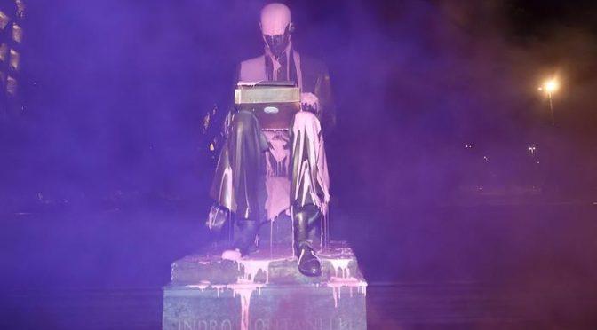 Femministe imbrattano statua Montanelli, simbolo del 'patriarcato'