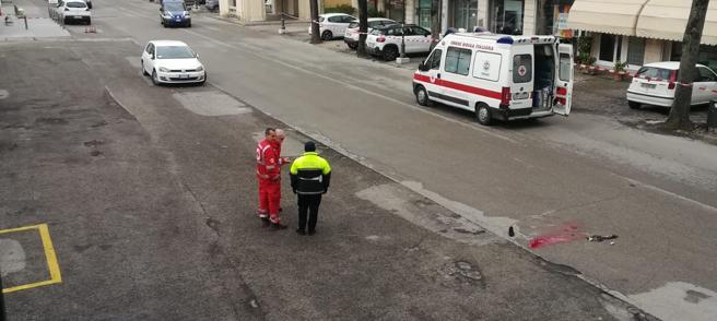 Vicenza, rapinatore trascina donna fuori da auto e la uccide