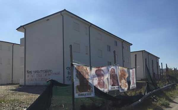 Rosarno, immigrati rivendicano appartamenti: scritte contro Salvini