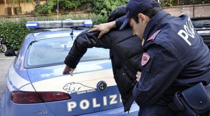 Marocchino spacca bottiglia in testa a poliziotto