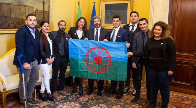 """Grillini rossi contro Salvini e Polizia: """"Date le case a 400 rom"""", loro le rifiutano"""