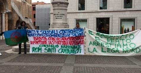 """Nomadi: """"Liberiamo l'Italia dalla Lega"""""""