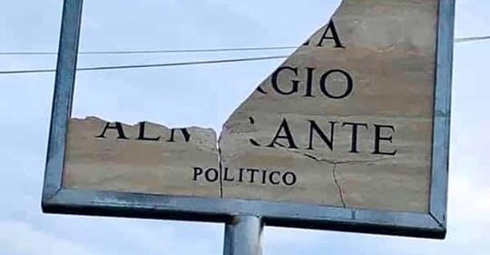 Distrutta la targa a Giorgio Almirante