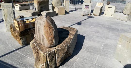 Modena, il PD inaugura il costoso monumento ai clandestini