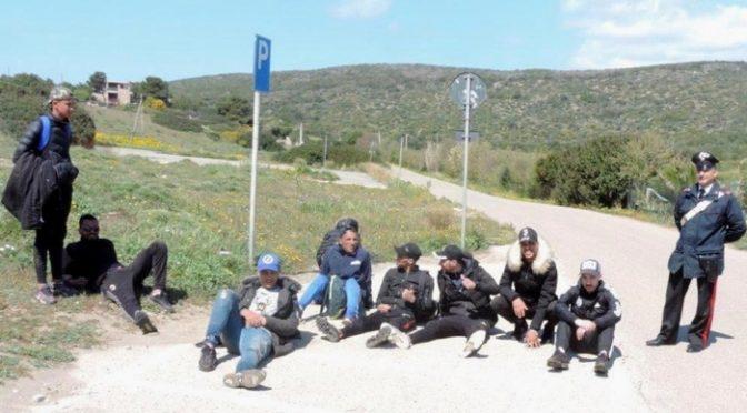 Sbarcano 8 islamici in Sardegna: stavano già arrivando in paese