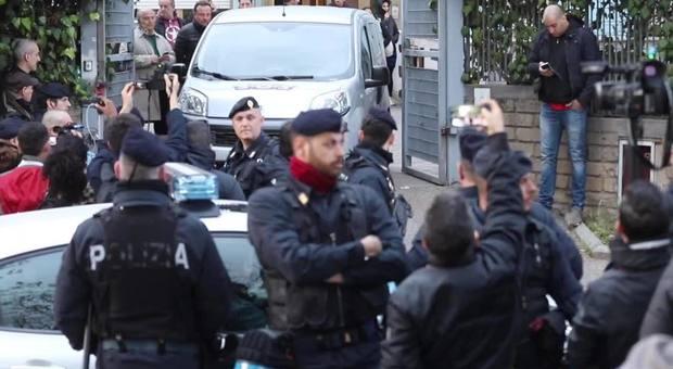 Torre Maura, hanno vinto gli italiani: Rom se ne stanno andando – VIDEO