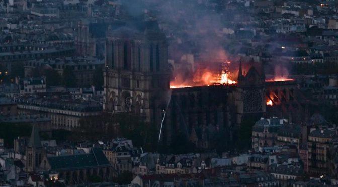 """Notre Dame è ormai un guscio vuoto: """"All'interno non resterà nulla"""" – VIDEO"""