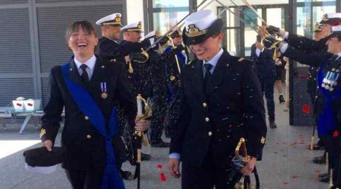 Lesbiche si sposano in divisa, la Marina Militare è gay friendly