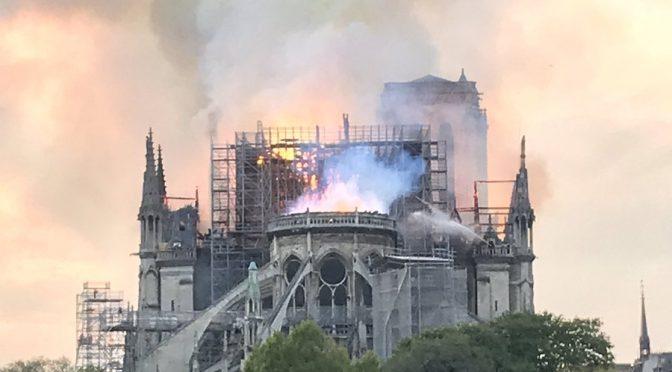 La guglia di Notre Dame non esiste più – VIDEO