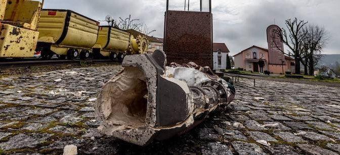 Statue cristiane fatte a pezzi in Francia – FOTO