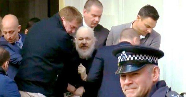 Assange prigioniero politico dell'Occidente 'democratico'