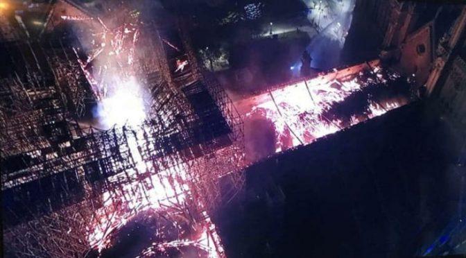 Notre Dame, la struttura principale è salva