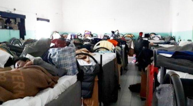 Stop accoglienza di lusso: immigrati trasferiti da hotel a caserme