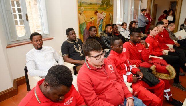 """Croce Rossa caccia i profughi: """"Senza 35 euro accoglienza indegna"""""""