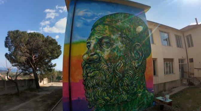 'Artista' peruviano imbratta scuola con murales dedicato a Lucano