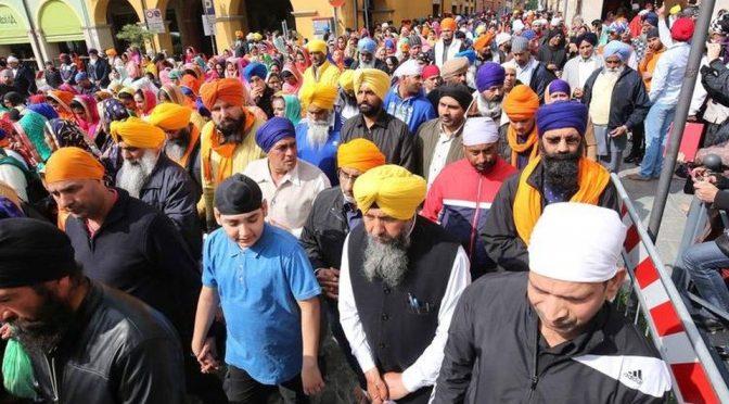 10mila Sikh, anche armati di pugnale, invadono Novellara – VIDEO