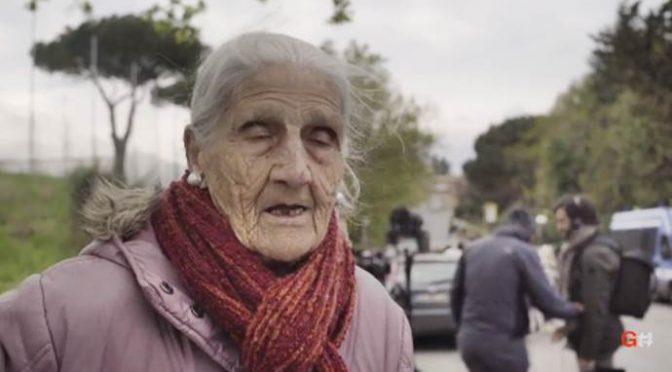 Torre Maura, la vecchina che i rossi indagano per 'odio razziale' – VIDEO