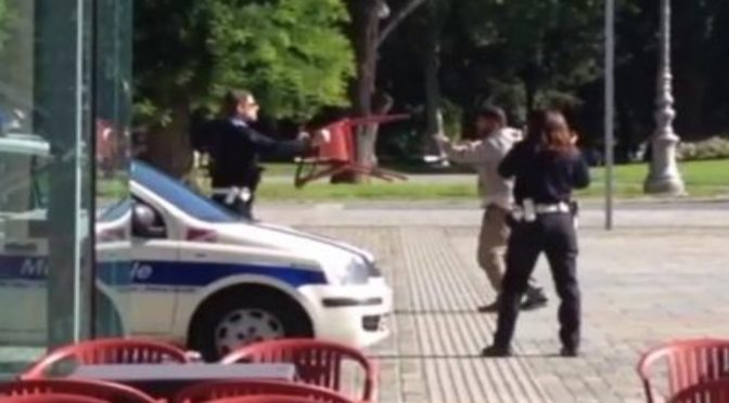 Reggio, immigrato attacca vigile armato di 'frusta' – VIDEO