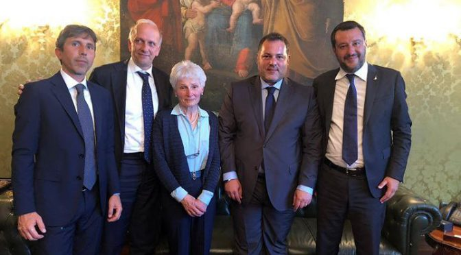 Salvini perdona la prof di Palermo, visita e ritorno a scuola