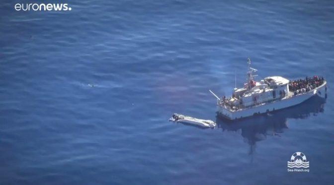 Clandestini scambiano nave per Ong e tentano la fuga a nuoto