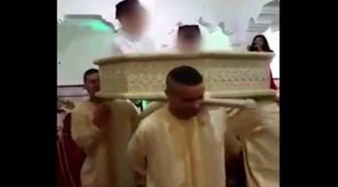 """Porta bimbi italiani in Marocco e li circoncide: """"Ora sono musulmani"""" – VIDEO"""