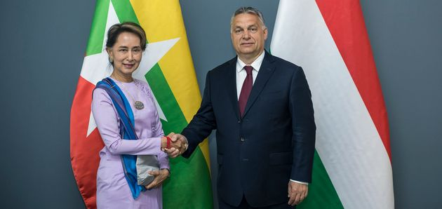 Aung San Suu Kyi incontra Orbán: «Il pericolo è l'islam»
